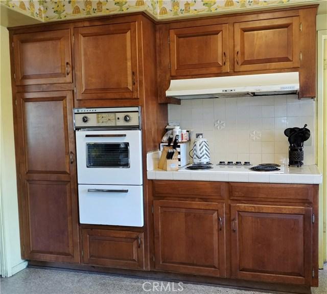 386 Deborah Court, Upland CA: http://media.crmls.org/medias/7f4c344d-3cb3-45d5-896e-d209baf889f0.jpg