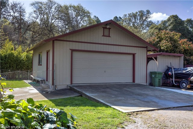5779 Crawford Street, Clearlake CA: http://media.crmls.org/medias/7fb776af-bc6f-49ed-96b0-32a8e17a1513.jpg