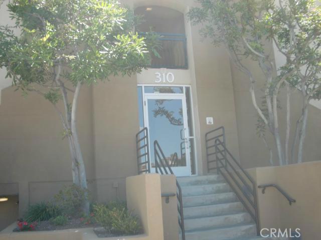 310 Lake Street, Huntington Beach CA: http://media.crmls.org/medias/7fdefabb-7ce3-44b9-8a3c-140e3dc5b303.jpg