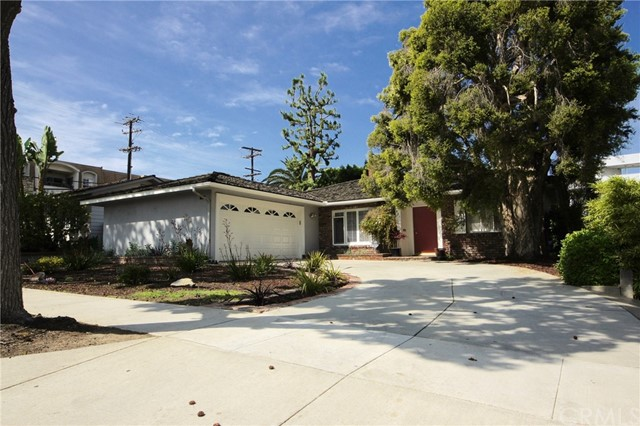 Single Family Home for Sale at 1421 Greenbrier Road N Long Beach, California 90815 United States