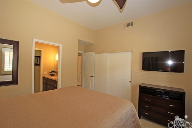 75 Augusta Drive, Rancho Mirage CA: http://media.crmls.org/medias/7ffb07c5-bf05-4c4b-8550-a1084d72c821.jpg
