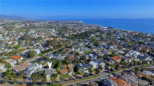 211 W Avenida Valencia, San Clemente CA: http://media.crmls.org/medias/8002b5da-9136-44a2-89e0-dba5b06c7ac2.jpg