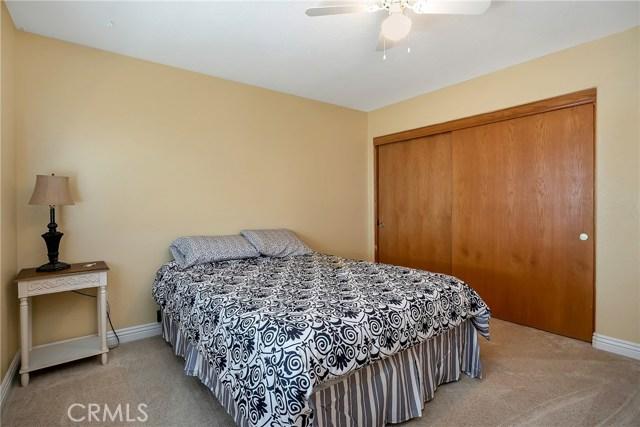 10832 Anaconda Avenue, Oak Hills CA: http://media.crmls.org/medias/800f926f-8b8a-4485-8d1b-293add350a03.jpg