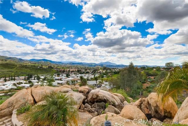 8167 Sterling Drive, El Cajon CA: http://media.crmls.org/medias/802f6bda-1dd2-46a5-93b0-8a956d2f992b.jpg