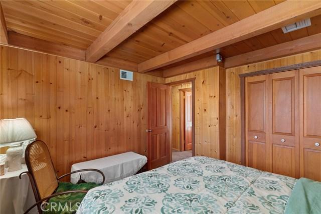 5320 Orchard Drive, Wrightwood CA: http://media.crmls.org/medias/803cf051-b271-4acf-8f7b-43bd7a038ad2.jpg