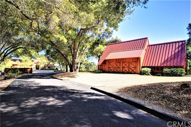 8225 Vineyard Drive, Paso Robles CA: http://media.crmls.org/medias/804d4261-a337-4afd-941a-3773205edc02.jpg