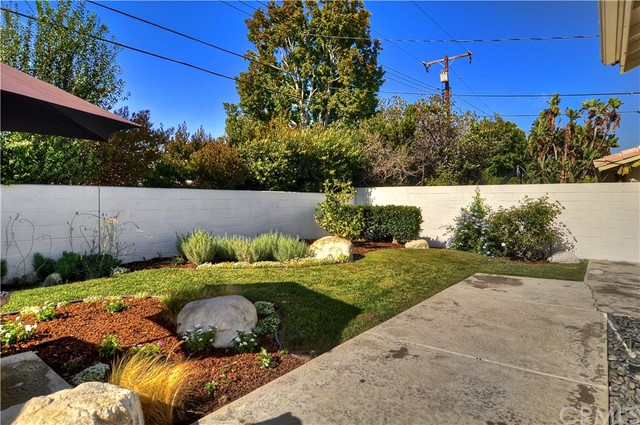 2033 Irvine Avenue Costa Mesa, CA 92627 is listed for sale as MLS Listing OC18246360
