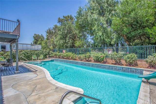 1555 Lakeview Street, Beaumont CA: http://media.crmls.org/medias/807444c1-a9ae-4f6a-be7f-d234905375e6.jpg