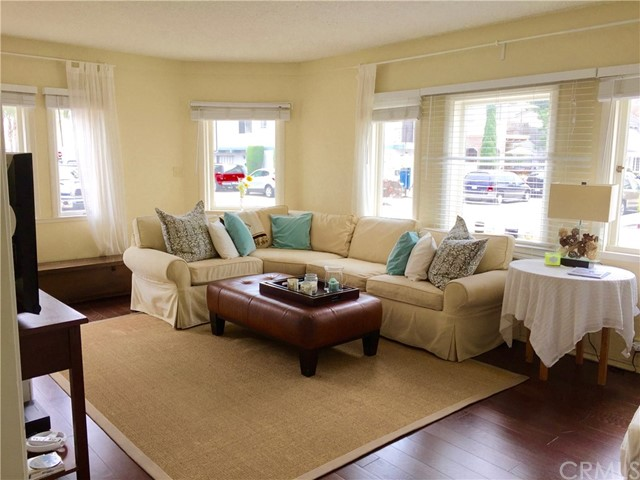 201 Diamond Avenue, Newport Beach CA: http://media.crmls.org/medias/80a47f30-a295-4130-ade6-dc50cc774108.jpg