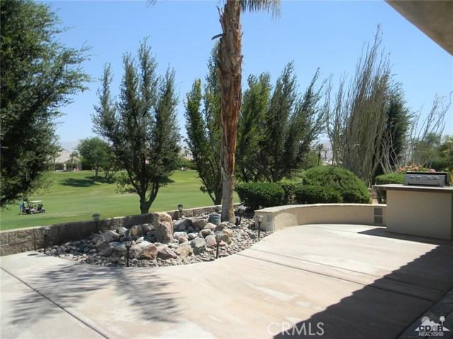 78260 Willowrich Drive, Palm Desert CA: http://media.crmls.org/medias/80b23663-ffd5-4704-bfda-fbcb69c3df20.jpg