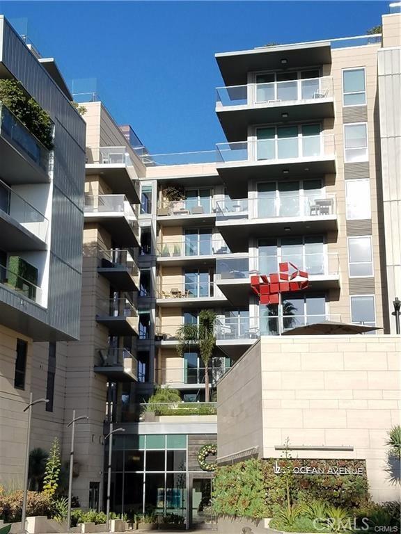 1755 Ocean Avenue, Santa Monica CA: http://media.crmls.org/medias/80c24fd8-1444-4d8f-ad29-623abb051eb9.jpg