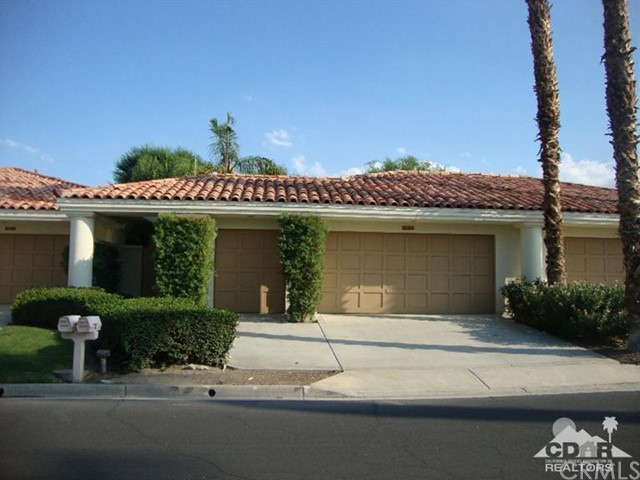 54572 Inverness Way La Quinta, CA 92253 is listed for sale as MLS Listing 215022834DA