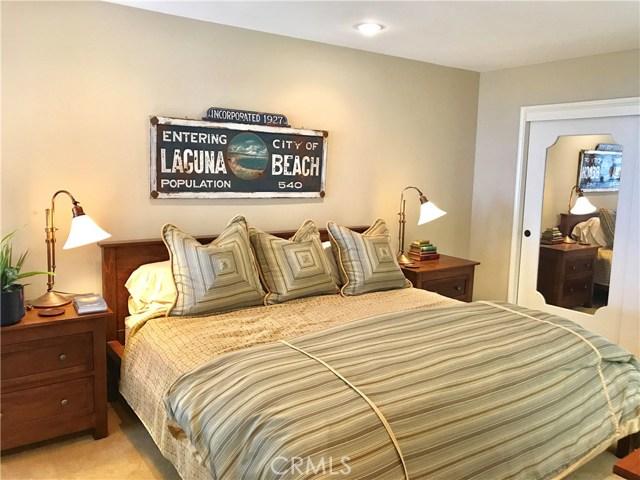 19 N Vista De La Luna, Laguna Beach CA: http://media.crmls.org/medias/80fbacce-2cec-48e3-8403-a2fd6575f2a6.jpg