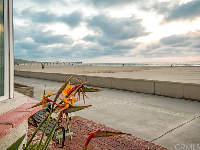 1818 The Strand, Hermosa Beach CA: http://media.crmls.org/medias/80fcde7a-7e8c-4ee8-bad1-3248db4da354.jpg