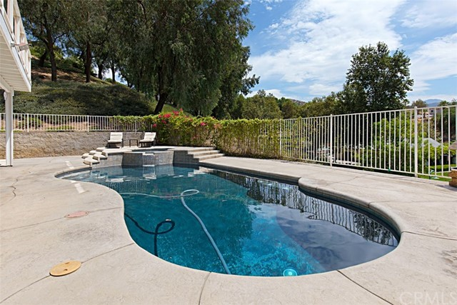 7111 Winterwood Lane, Highland CA: http://media.crmls.org/medias/81021be9-a6a5-46ee-828c-91117e004a20.jpg