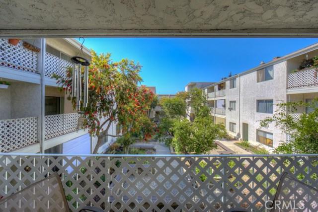 3565 Linden Avenue, Long Beach CA: http://media.crmls.org/medias/810faad6-4326-4af7-8840-d7ba276896b9.jpg