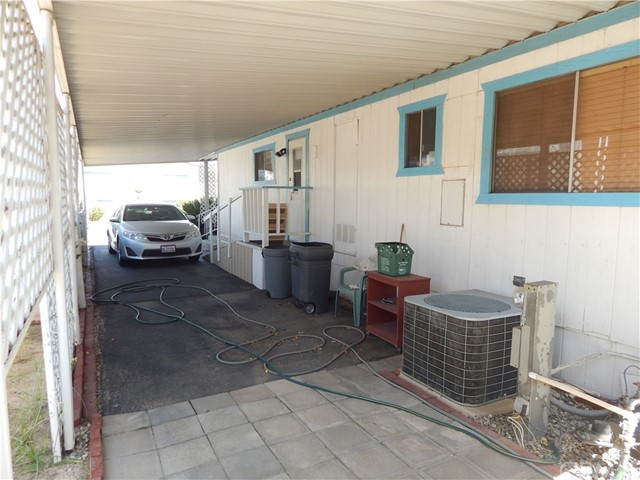2200 W WILSON Street, Banning CA: http://media.crmls.org/medias/811f11b8-5998-4096-a0cd-6ab4cc32c3f1.jpg