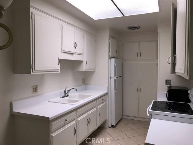 2213 Via Mariposa East, Laguna Woods CA: http://media.crmls.org/medias/81225888-864c-4464-ad60-d246abf53864.jpg