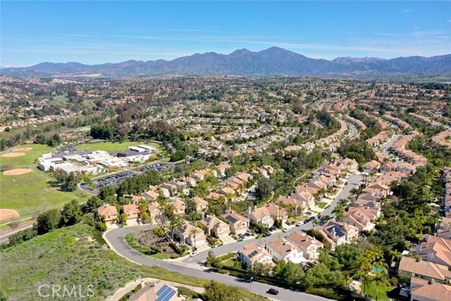 32 Regalo Drive, Mission Viejo CA: http://media.crmls.org/medias/8128cd5f-fa42-41b0-8343-dac08fc64d2d.jpg