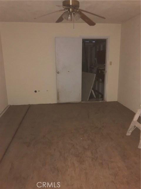 271 Maple Avenue, El Centro CA: http://media.crmls.org/medias/81294009-b760-4330-a97f-9659501821d3.jpg