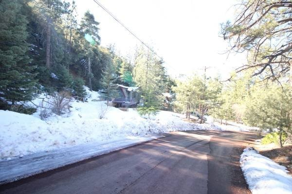 15124 Chestnut Drive, Pine Mountain Club CA: http://media.crmls.org/medias/8149288e-fd81-4c2e-ad99-1ab0e3897fe4.jpg