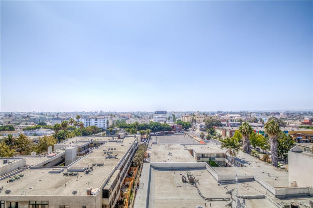 702 S SERRANO Avenue, Los Angeles CA: http://media.crmls.org/medias/81571846-574c-4124-8880-ef06e5af49bc.jpg