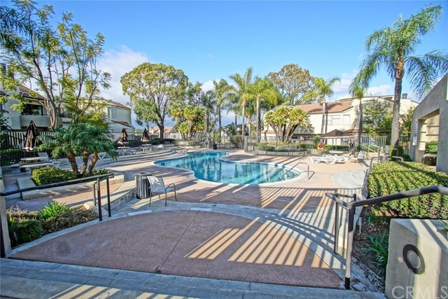 13204 Setting Sun Court, Chino Hills CA: http://media.crmls.org/medias/815e2432-7d1f-4a98-957b-786e066ead87.jpg