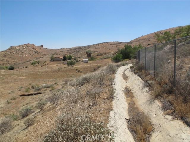 11275 Eagle Rock Road, Moreno Valley CA: http://media.crmls.org/medias/816c139e-dea7-4b5d-b5d5-e9b0aa4e7504.jpg