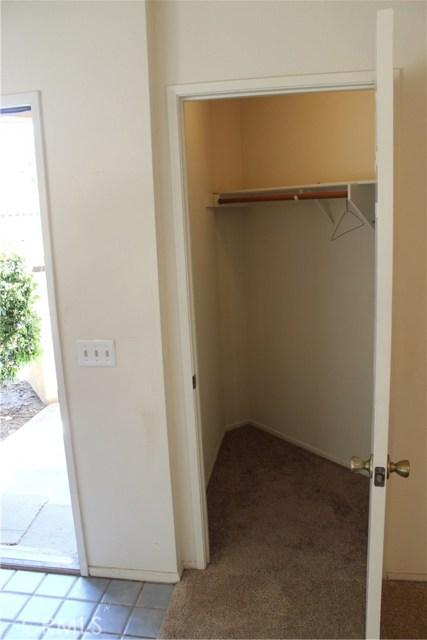 11591 Ash Street, Apple Valley CA: http://media.crmls.org/medias/8178f932-4c79-4fff-8940-b2dfa94bd02d.jpg