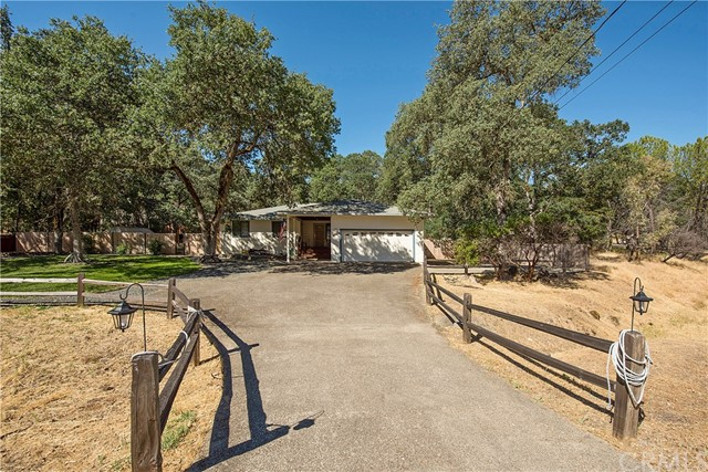 20273 Powder Horn Road, Hidden Valley Lake CA: http://media.crmls.org/medias/817b9ac2-af67-4783-8822-bd07bc220a7c.jpg