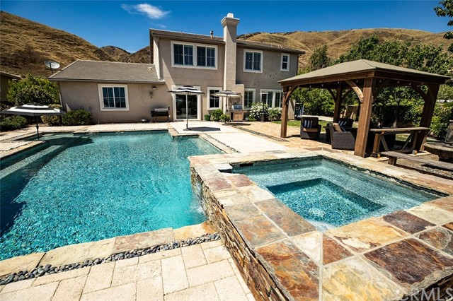 Detail Gallery Image 1 of 25 For 33395 Gold Mountain Rd, Yucaipa, CA 92399 - 5 Beds | 4 Baths