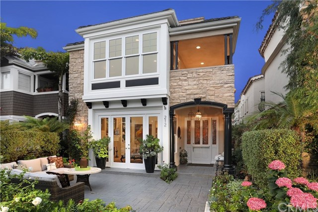 212 Poinsettia Avenue, Corona del Mar, CA 92625