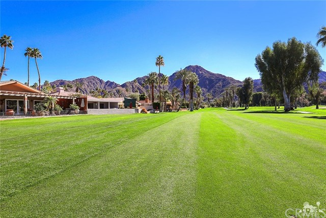 45337 Club Drive, Indian Wells CA: http://media.crmls.org/medias/81955c29-ed95-44da-8182-0e4a816ad0cd.jpg