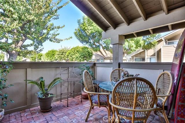 6712 Sun Drive, Huntington Beach CA: http://media.crmls.org/medias/81a2798c-b480-4a83-b5ec-3df8b6022d14.jpg