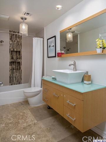 10629 Woodbridge Street, Toluca Lake CA: http://media.crmls.org/medias/81aaf80a-43c0-42f8-a318-24db4d82dd02.jpg