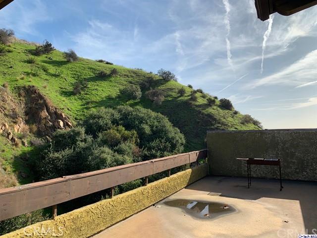 2700 Cahuenga Boulevard, Los Angeles CA: http://media.crmls.org/medias/81bb8b6a-c172-4515-8498-67385b761423.jpg