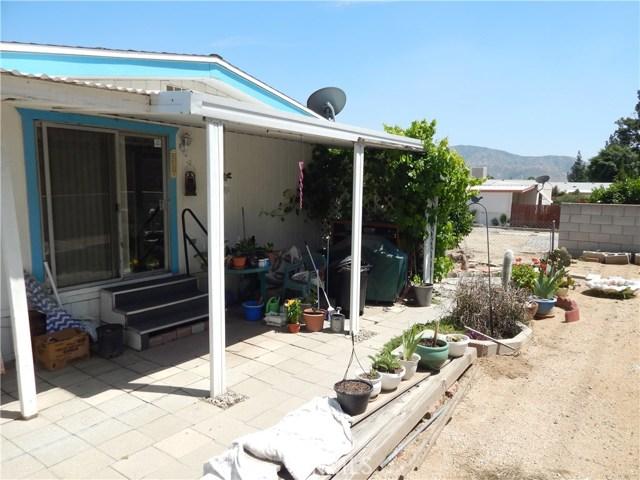 2200 W WILSON Street, Banning CA: http://media.crmls.org/medias/81d34739-cf3e-4cfb-8888-52e19864199c.jpg