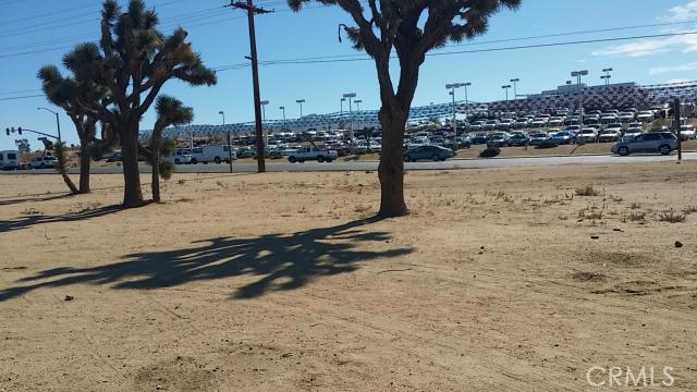 57794 Twentynine Palms, Yucca Valley CA: http://media.crmls.org/medias/81d42d3e-f82d-427b-963e-02781fd2162b.jpg