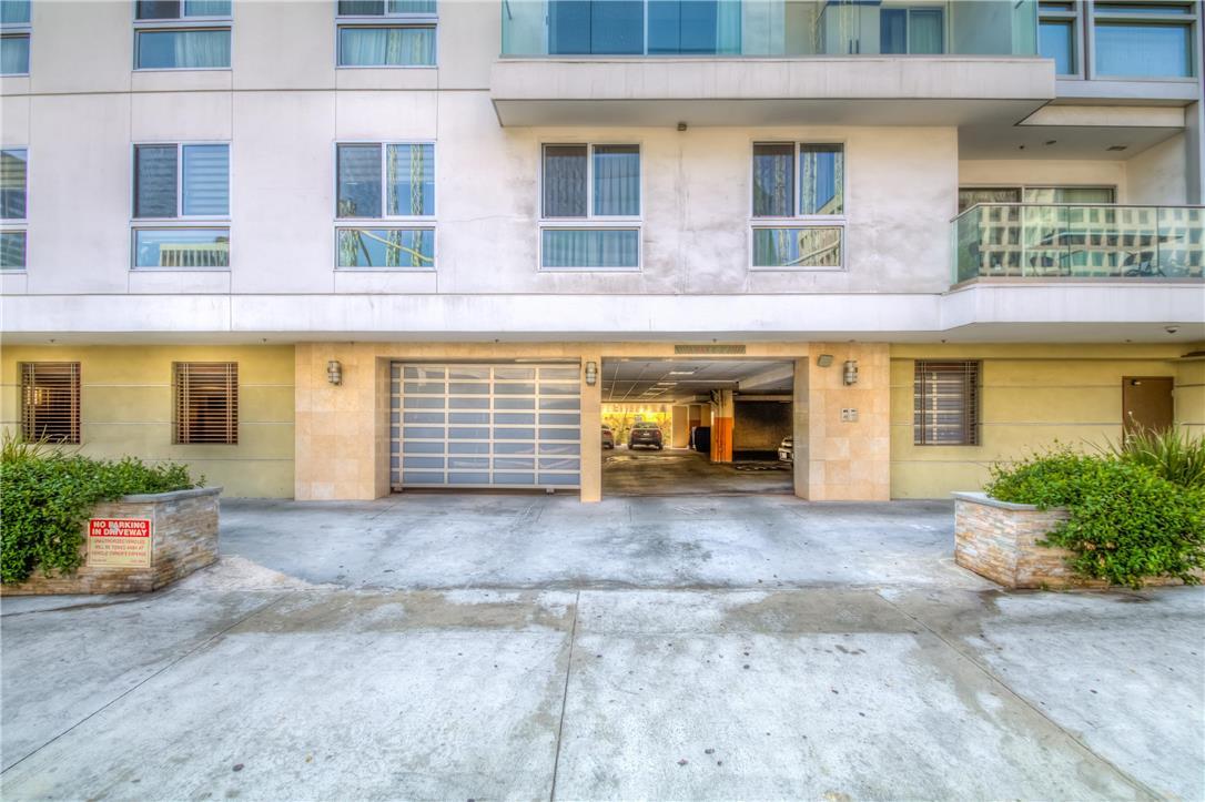 702 S SERRANO Avenue, Los Angeles CA: http://media.crmls.org/medias/8203aae9-8cc3-48c5-8841-1f1d5b282bcb.jpg