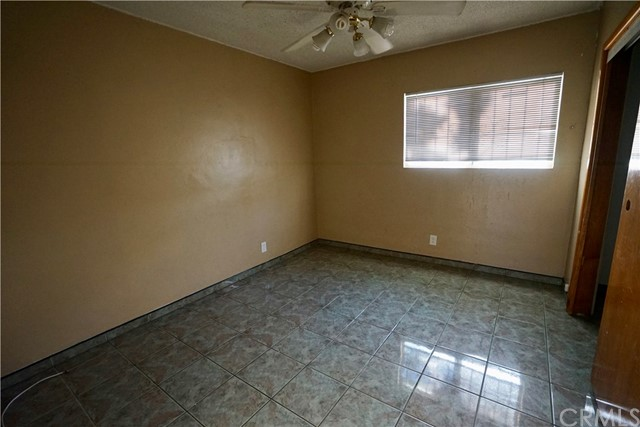 395 W Grand Avenue, Pomona CA: http://media.crmls.org/medias/820c40ff-3776-44c4-8656-48f4dbac0966.jpg