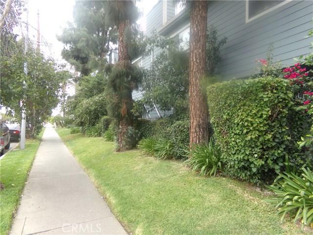 15113 Saticoy Street, Van Nuys CA: http://media.crmls.org/medias/82303fb9-a287-47f2-9506-bd0ced0fdf5c.jpg