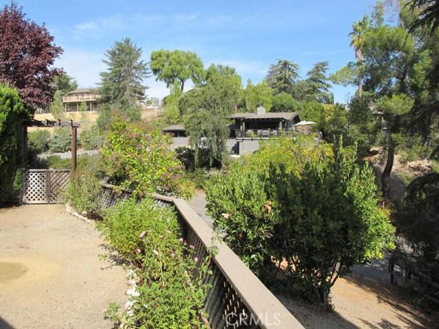 422 Fairview Lane, Paso Robles CA: http://media.crmls.org/medias/8231d8a1-1a24-46ee-bae1-6c9b35b3d8ad.jpg