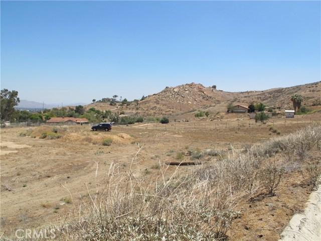 11275 Eagle Rock Road, Moreno Valley CA: http://media.crmls.org/medias/8236e3d7-12bb-4225-ba58-4e18605a6dea.jpg
