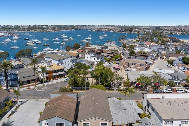517 W BAY Avenue, Newport Beach CA: http://media.crmls.org/medias/8239b78c-85b3-4c0b-afa1-c625b20cac32.jpg