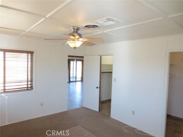 59510 Sunflower Drive, Yucca Valley CA: http://media.crmls.org/medias/8273e0ce-5a5c-4806-aad5-5e05ad34c531.jpg