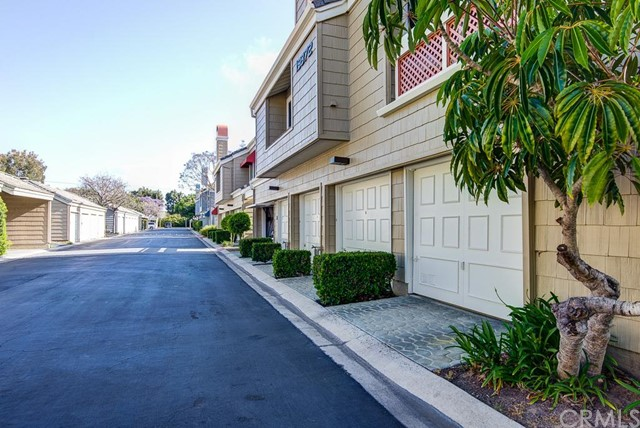 19372 Sunray Lane 204 Huntington Beach, CA 92648 is listed for sale as MLS Listing PW16117996