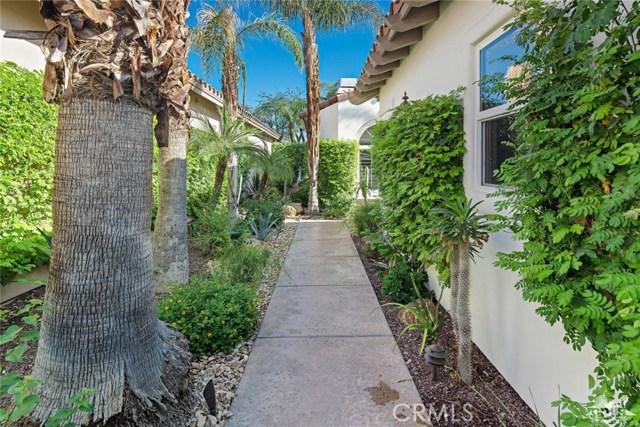 79814 Mission Drive, La Quinta CA: http://media.crmls.org/medias/828bf6d3-e01f-43c9-8383-9113ff1f4d45.jpg
