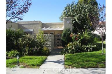 2322 Via Puerta B Laguna Woods, CA 92637 is listed for sale as MLS Listing OC16733801