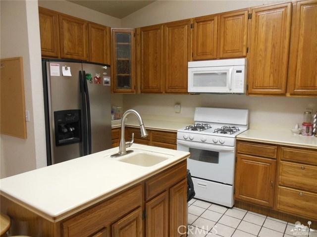 30480 Travis Ave, Cathedral City CA: http://media.crmls.org/medias/82c639e9-5a6c-4d99-b686-66dea93a83a0.jpg
