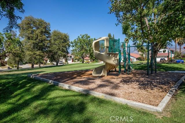 122 Orange Park, Redlands CA: http://media.crmls.org/medias/830a50f1-5d84-4c4f-aec8-731de657976f.jpg